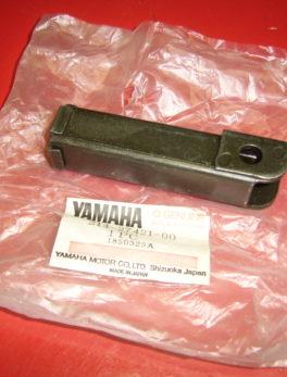 Yamaha-Footrest-214-27421-00