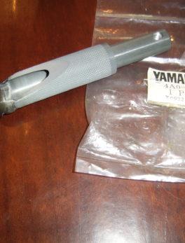 Yamaha-Footrest-4A0-27411-00