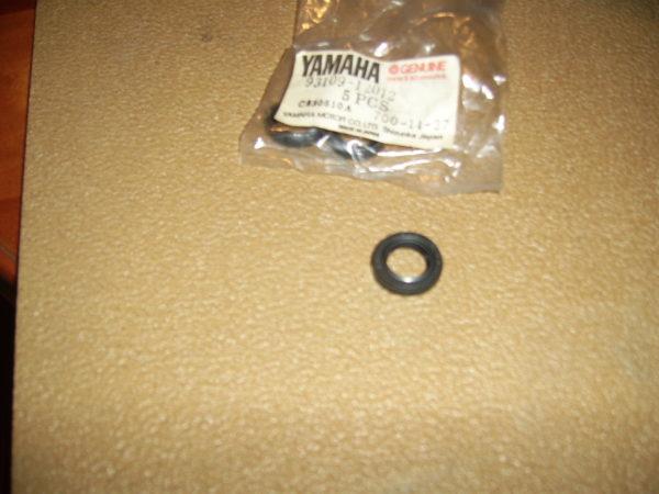 Yamaha-Oil-seal-93109-12012