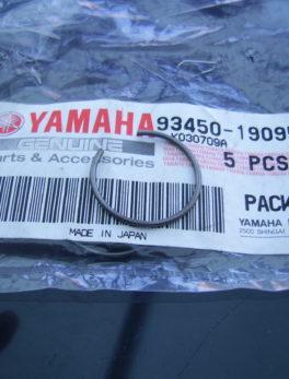 Yamaha-Piston-clip-93450-19095