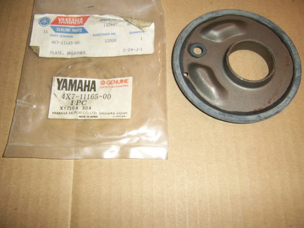 Yamaha-Plate-breathrt-cyl.head-4X7-11165-00